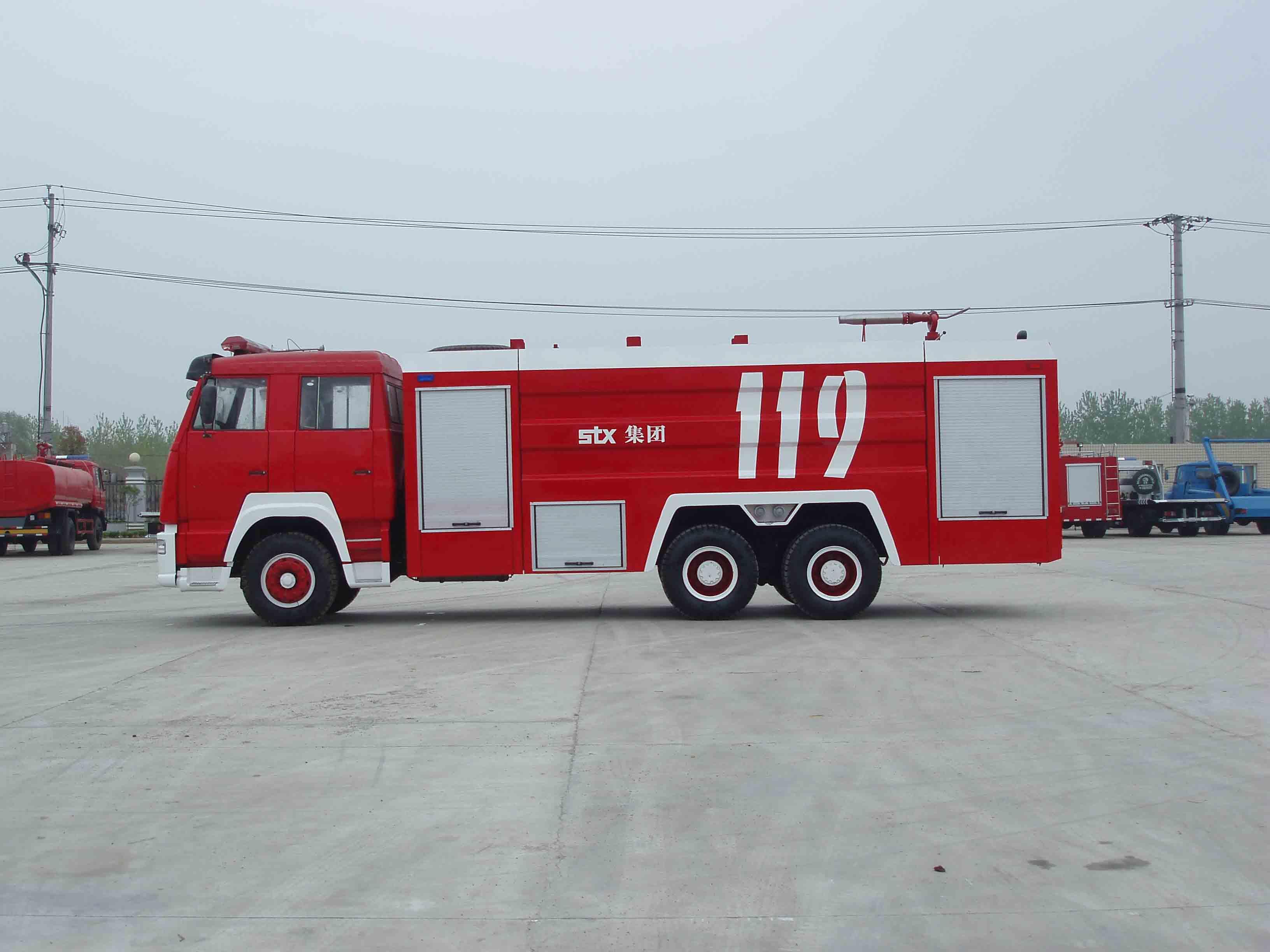 2,消防车采用双排整体式结构,视野开阔,乘员多,可乘坐6-8人